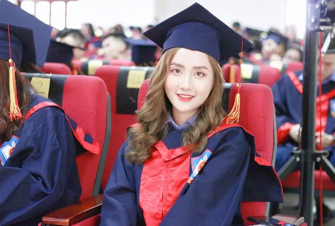 """Nữ thủ khoa ĐH Kiểm sát Hà Nội khoe nhan sắc đỉnh cao cùng bảng thành tích """"khủng"""" - Ảnh 1."""