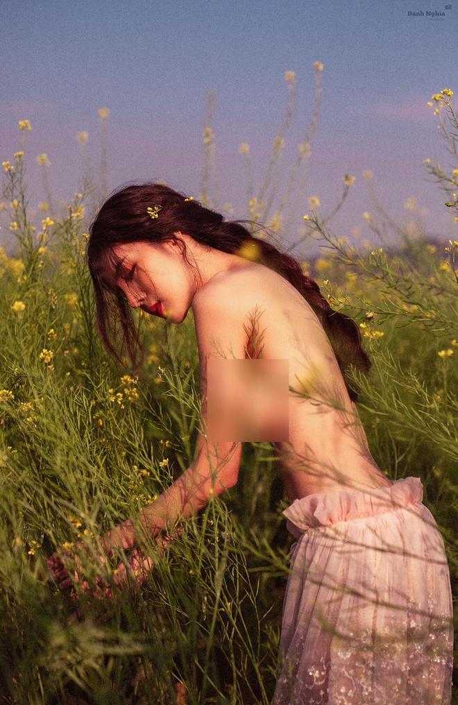 Người tình một thời của Bùi Anh Tuấn gây chú ý với loạt ảnh táo bạo - Ảnh 1.