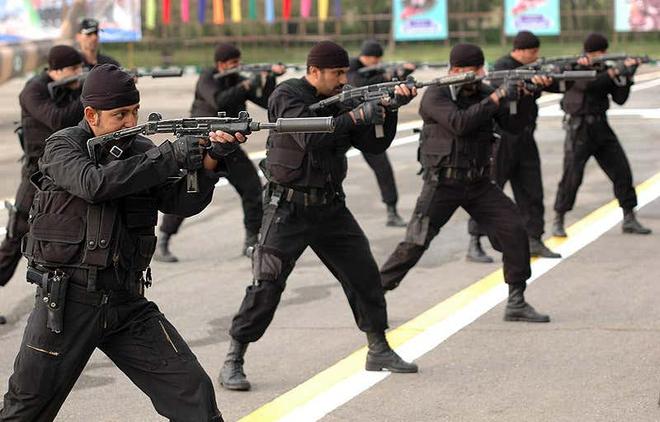 Uy lực khẩu súng tiểu liên 70 năm tuổi nổi tiếng nhất trên thế giới - Ảnh 3.