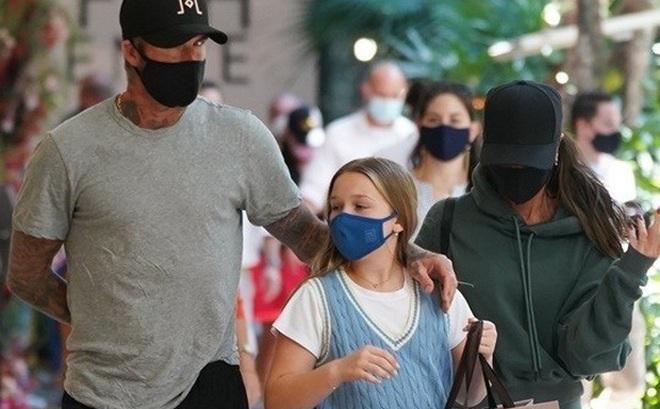 Vóc dáng cao lớn phổng phao của con gái David Beckham chiếm spotlight khi xuất hiện bên bố mẹ