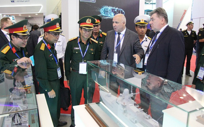 """Nga giới thiệu với Hải quân Việt Nam khinh hạm tối tân: """"Vũ khí Nga vẫn là tốt nhất!"""""""