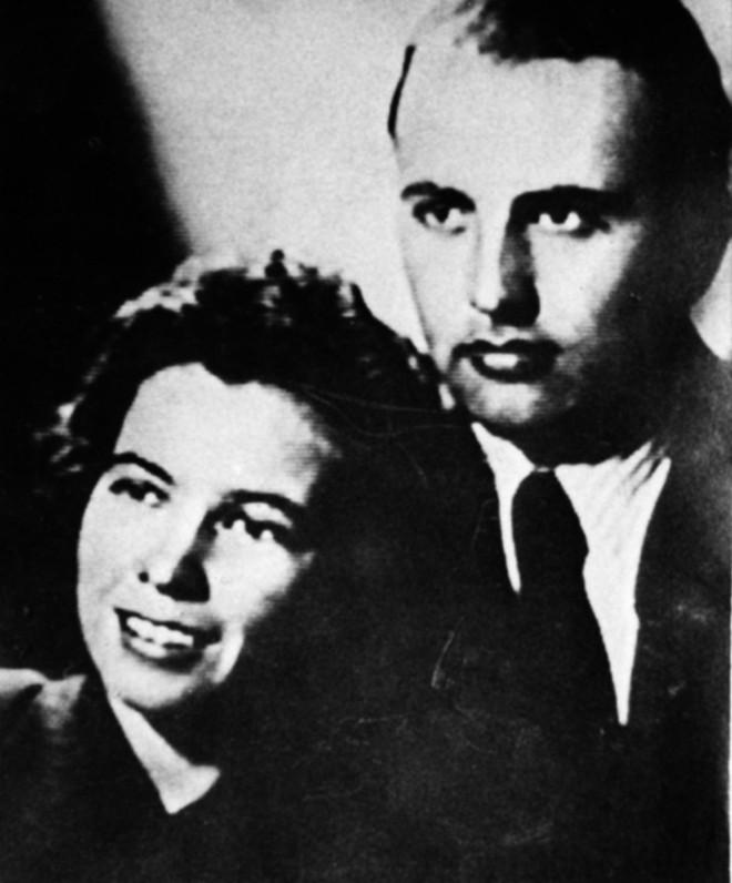 Bức ảnh biết nói về ông Gorbachev: Từ con trai nhà thuần nông đến Tổng thống Liên Xô - Ảnh 2.