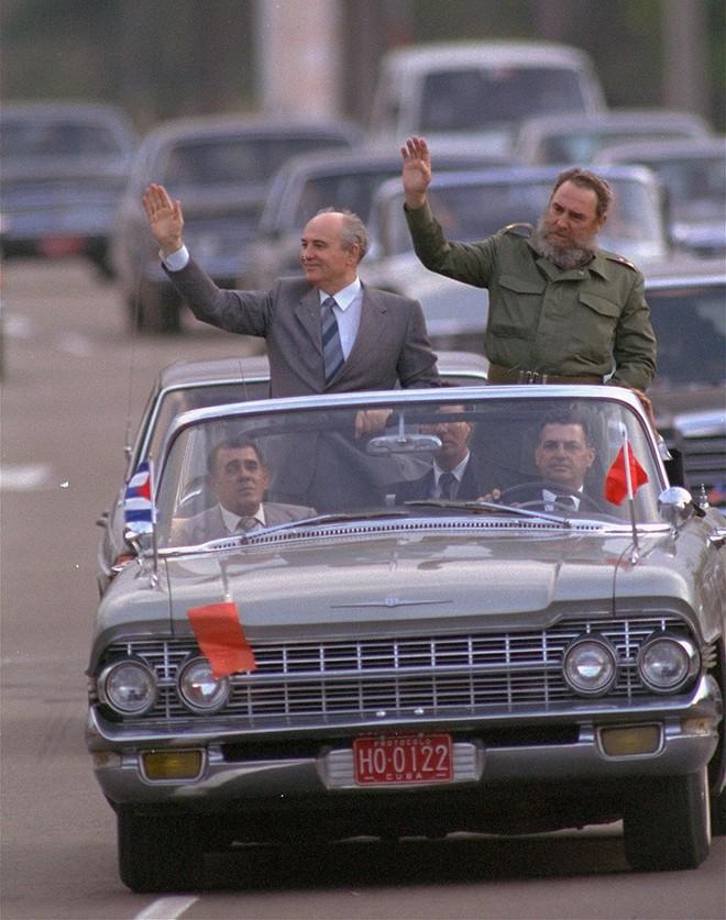 Bức ảnh biết nói về ông Gorbachev: Từ con trai nhà thuần nông đến Tổng thống Liên Xô - Ảnh 5.