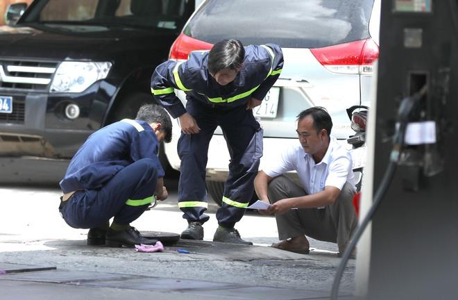 Công an tỉnh Đồng Nai trang bị vũ khí, đồng loạt khám xét khẩn cấp nhiều cây xăng ở TP.HCM, Bình Phước - Ảnh 2.