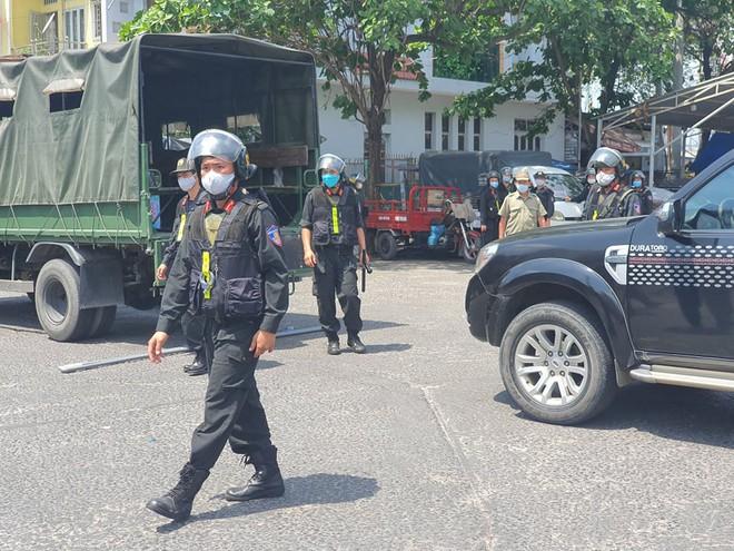 Công an tỉnh Đồng Nai trang bị vũ khí, đồng loạt khám xét khẩn cấp nhiều cây xăng ở TP.HCM, Bình Phước - Ảnh 4.