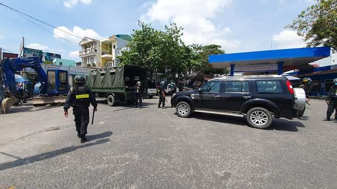 Công an tỉnh Đồng Nai trang bị vũ khí, đồng loạt khám xét khẩn cấp nhiều cây xăng ở TP.HCM, Bình Phước - Ảnh 6.