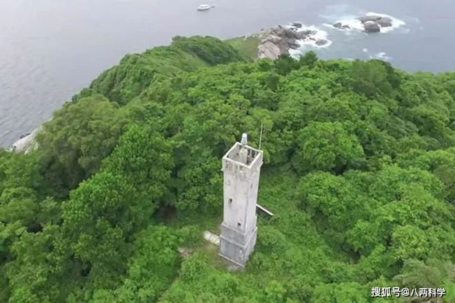 Hòn đảo xinh đẹp này chỉ cách bờ biển Brazil 40km nhưng không một ai được phép đặt chân tới, vì sao? - Ảnh 3.