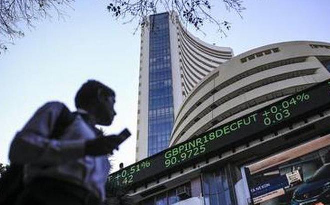Hàng triệu người trẻ Ấn Độ đổ xô chơi chứng khoán, dốc hết tiền tiết kiệm đầu tư mơ làm giàu
