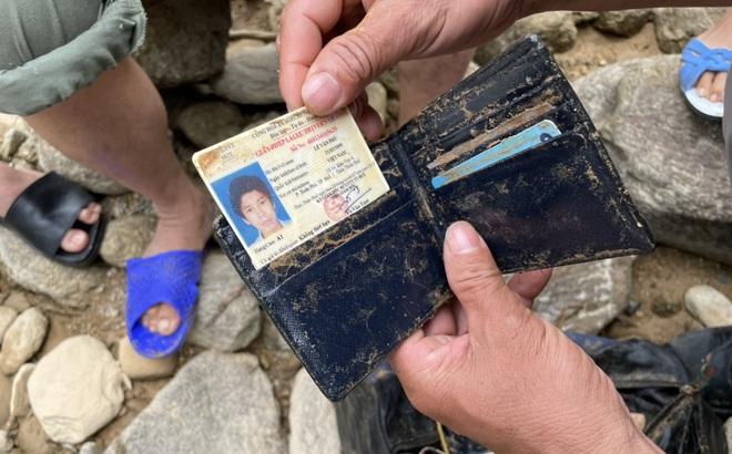 Phát hiện nhiều vật dụng cá nhân trong lúc tìm kiếm 11 công nhân còn mất tích ở Rào Trăng