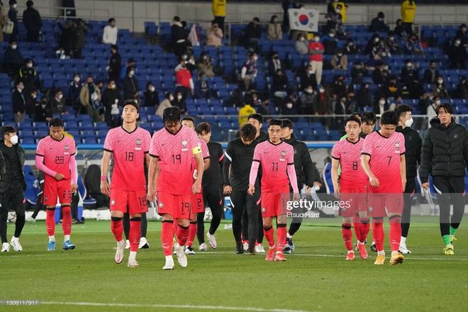 Fan Hàn Quốc giận dữ đòi sa thải HLV, mời lại thầy Park sau thảm bại trước Nhật Bản - Ảnh 1.