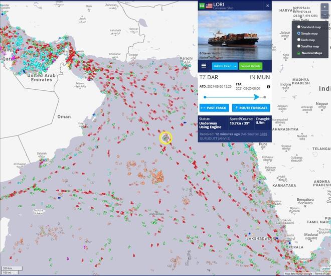 NÓNG: Tàu Israel bị tên lửa Iran tấn công, thiệt hại lớn - Biển Ả Rập dậy sóng - Ảnh 3.