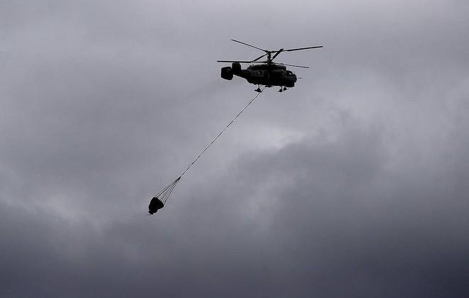 NÓNG: Trực thăng đa năng Nga gãy cánh, phi hành đoàn lâm nạn ở Baltic - Ảnh 4.