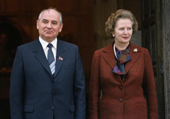 Bức ảnh biết nói về ông Gorbachev: Từ con trai nhà thuần nông đến Tổng thống Liên Xô - Ảnh 6.