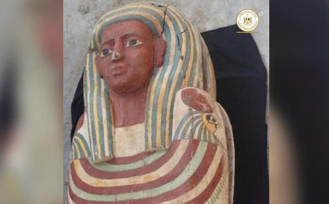 Khai quật hầm mộ cổ nghìn năm tuổi ở Ai Cập, tìm thấy 'Cuốn sách của người chết' dài 4m