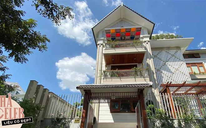 Biệt thự của Quý Bình và bà xã doanh nhân: Hoa phủ kín lối đi, mảnh vườn lớn là ao ước của nhiều người