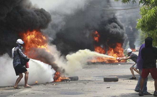 """Myanmar chứng kiến ngày thứ 7 """"chết chóc nhất"""": Hơn 90 người thiệt mạng, quân đội bị chỉ trích"""