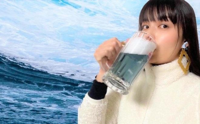 Độc đáo bia Nhật Bản màu xanh lam được làm từ... băng trôi