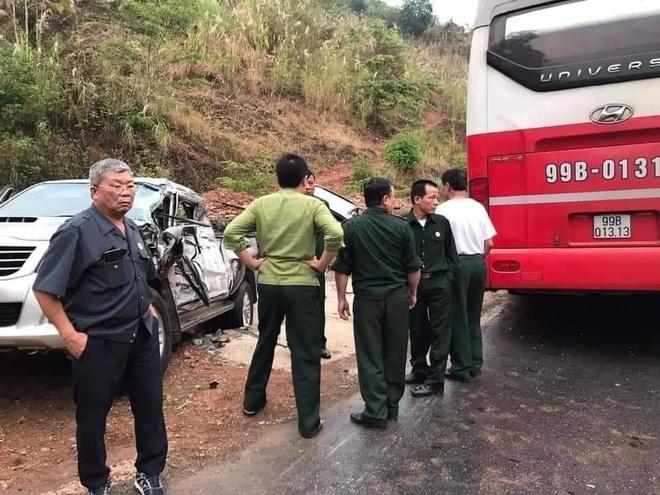 Ô tô đâm nhau liên hoàn trên Quốc lộ 6, 4 người bị thương - Ảnh 4.