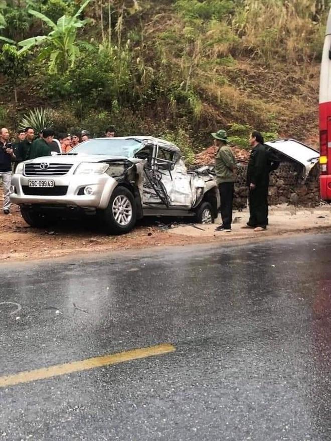 Ô tô đâm nhau liên hoàn trên Quốc lộ 6, 4 người bị thương - Ảnh 8.
