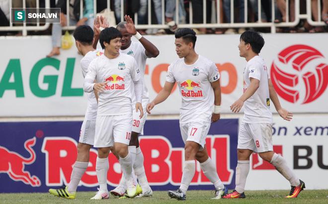 Đại thắng CLB TP.HCM, HLV Kiatisuk khiêm tốn nhận may nhờ Lee Nguyễn chấn thương