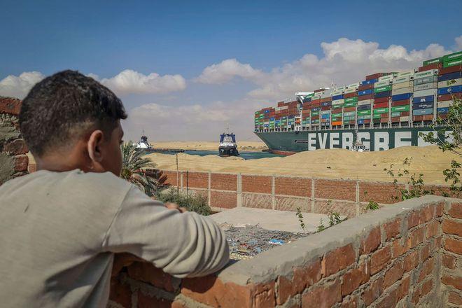 150 năm huy hoàng của kênh đào Suez sụp đổ vì một con tàu mắc kẹt - Ảnh 2.