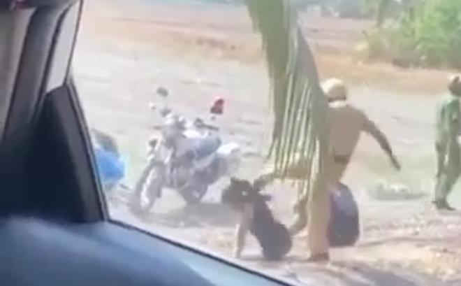 Xác minh clip 2 người mặc đồ CSGT đánh đá 2 thanh niên ở bãi đất vùng ven Sài Gòn
