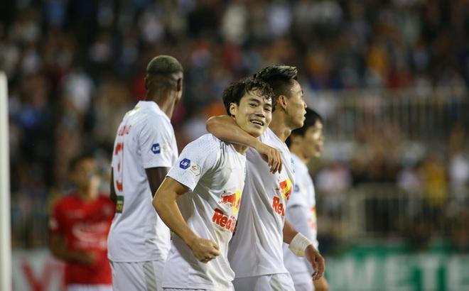 Che mờ Lee Nguyễn, Công Phượng-Văn Toàn đem về trận đại thắng, mở ra cơ hội vô địch cho HAGL