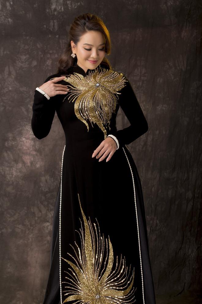 Diễn viên Hoài An quý phái với áo dài NTK Minh Châu - Ảnh 9.