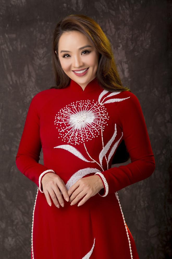 Diễn viên Hoài An quý phái với áo dài NTK Minh Châu - Ảnh 3.