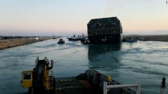 Tiếng còi tàu hú vang kênh đào Suez: Thủy triều góp công lớn trong cuộc giải phóng tàu Ever Given - Ảnh 1.