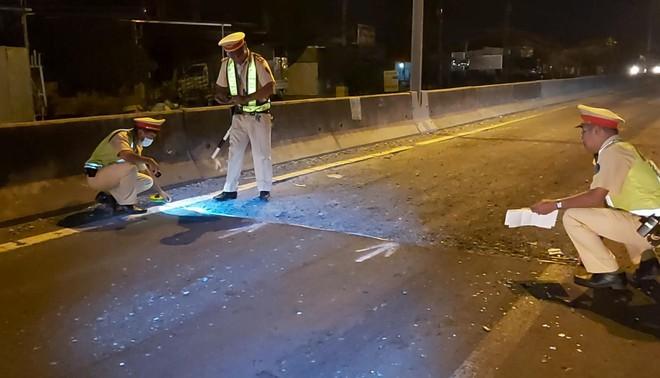 Tiền Giang: Thảm nhựa đường không đặt cảnh báo, một xe tải lao vào nhà dân  - Ảnh 3.