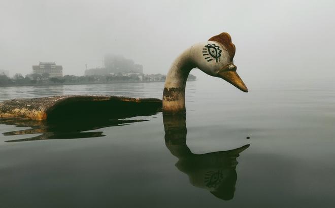 """Thâm nhập """"nghĩa địa"""" du thuyền ở hồ Tây: U ám, lạnh lẽo và bẩn thỉu"""