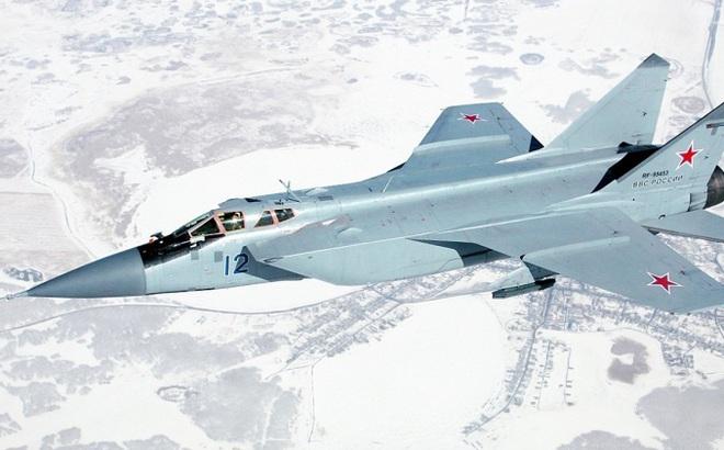Tiêm kích MiG-31 của Nga lần đầu tiên có chuyến bay lịch sử ở Bắc Cực