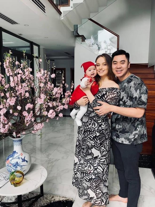 Sau trận game thua bẽ bàng, chàng trai Hà Nội quyết rước nàng mẫu Tây về dinh, chăm vợ tăng liền 35kg - Ảnh 8.