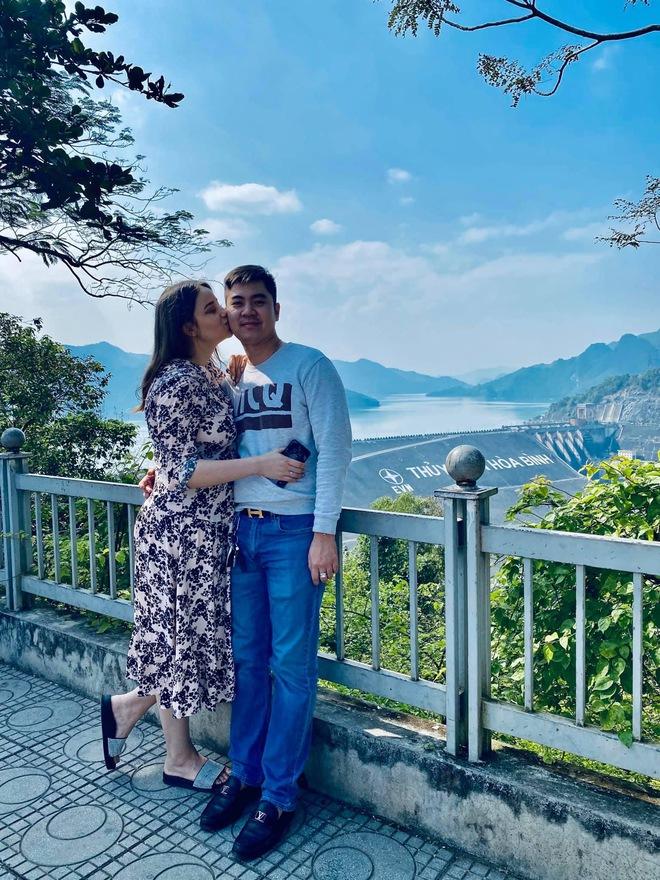 Sau trận game thua bẽ bàng, chàng trai Hà Nội quyết rước nàng mẫu Tây về dinh, chăm vợ tăng liền 35kg - Ảnh 7.