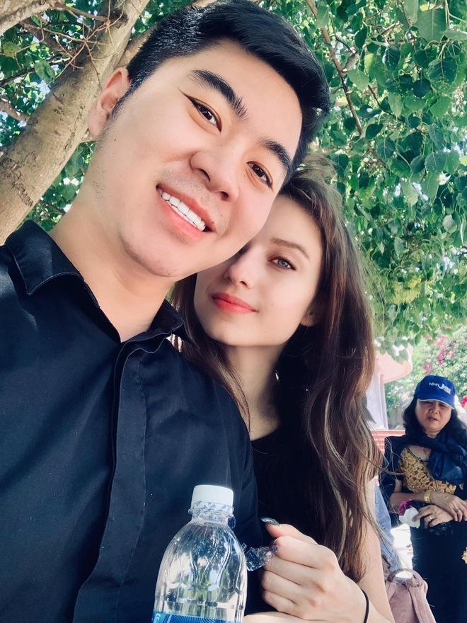 Sau trận game thua bẽ bàng, chàng trai Hà Nội quyết rước nàng mẫu Tây về dinh, chăm vợ tăng liền 35kg - Ảnh 1.