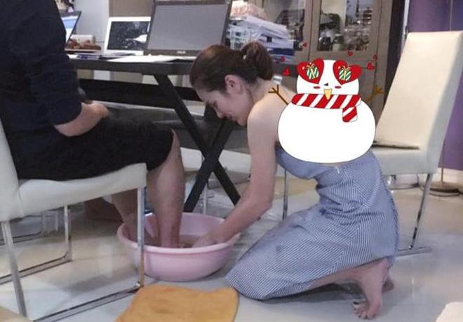 Hoa hậu Việt được tặng 6 tỷ vì giảm 6kg: Chơi hàng hiệu khét tiếng, quỳ gối rửa chân cho chồng - Ảnh 3.