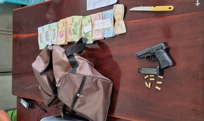 Vụ cướp ngân hàng ở Kiên Giang: Mua súng 21 triệu, cướp gần 400 triệu đồng - Ảnh 2.