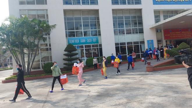 Hải Dương còn 35 giáo viên và học sinh nhiễm COVID-19; Kết quả xét nghiệm mới của chiến sĩ nghĩa vụ quân sự nghi dương tính với SARS-CoV-2 - Ảnh 1.