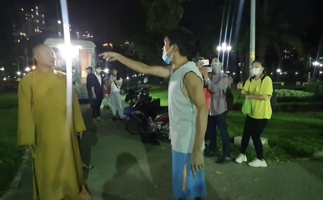 """Công an mời  5 Youtuber làm việc vì đăng nội dung về ông Nguyễn Minh Phúc - người được gắn với cụm từ """"thầy chùa ăn thịt chó"""""""