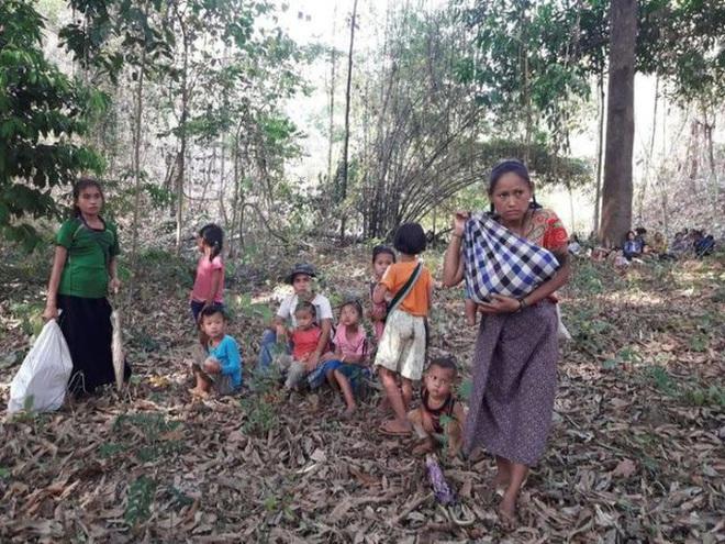 Hơn 500 người chết từ khi đảo chính, Myanmar hứng biểu tình rác - Ảnh 2.