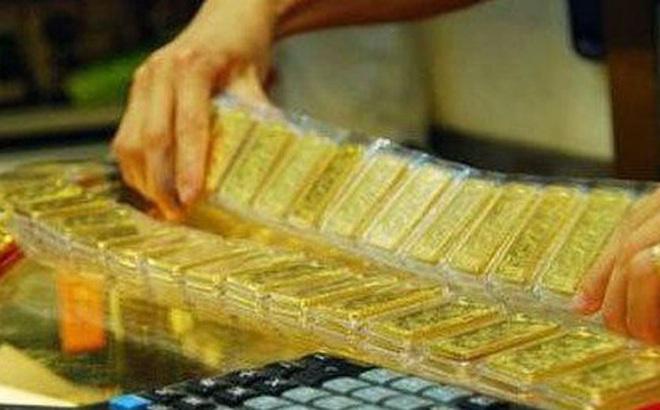 Vàng trong nước đắt vì khan hiếm?