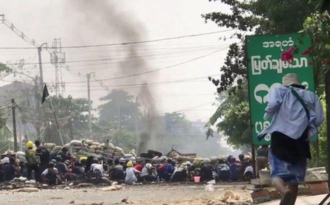 Hơn 500 người chết từ khi đảo chính, Myanmar hứng biểu tình rác