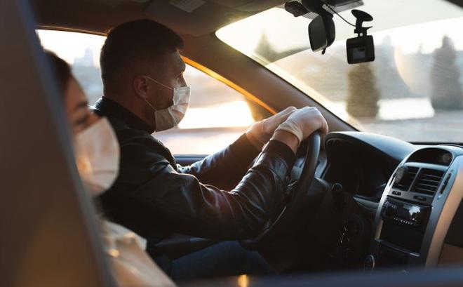 Được mách chồng chở phụ nữ trong ô tô, vợ đuổi theo rồi gặp phải cái kết ai cũng hoang mang