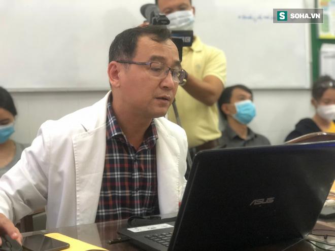 Lần đầu tiên: Bệnh viện Việt Nam cắt bỏ thành công khối u quỷ cho người mắc căn bệnh di truyền 100% cho con gái - Ảnh 4.