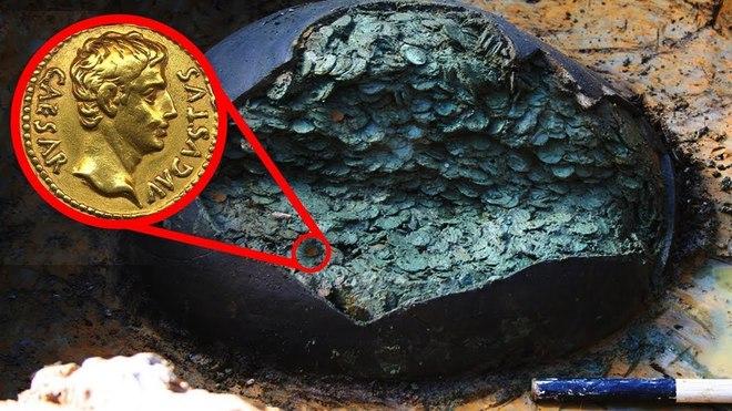 Thợ săn kho báu nghiệp dư tìm thấy cái chum cũ trên cánh đồng: Đập vỡ cạnh chum, nhận ra kho báu 1 triệu USD - Ảnh 3.