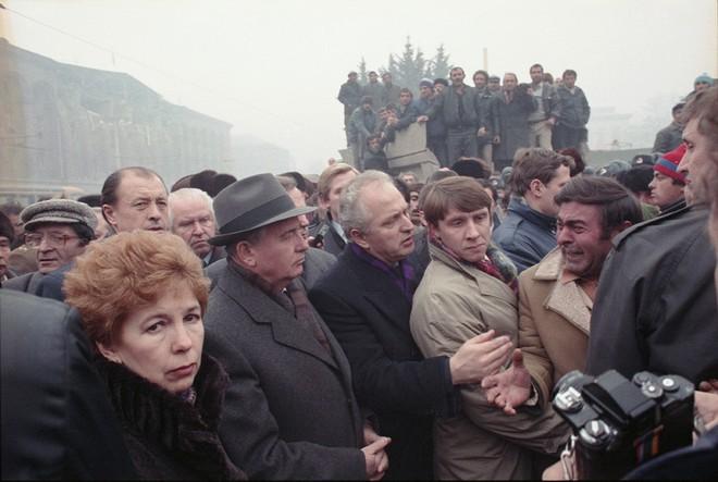 Bức ảnh biết nói về ông Gorbachev: Từ con trai nhà thuần nông đến Tổng thống Liên Xô - Ảnh 12.