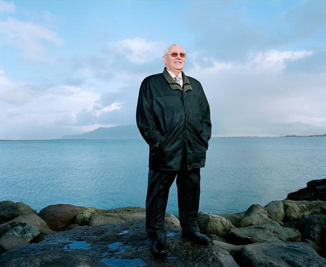 Bức ảnh biết nói về ông Gorbachev: Từ con trai nhà thuần nông đến Tổng thống Liên Xô - Ảnh 16.