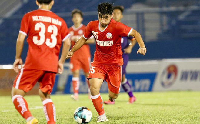 Cầu thủ U19 PVF ghi bàn khó tin từ phần sân nhà