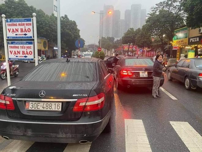 Màn chạm mặt khó tin của dàn ô tô trùng biển số, ly kỳ nhất vụ 2 xe Audi trùng cả giấy tờ - Ảnh 1.